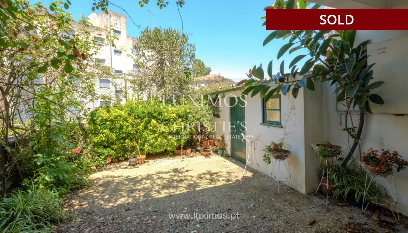 Venda de moradia clássica com jardim, para remodelar, junto à Boavista_139722