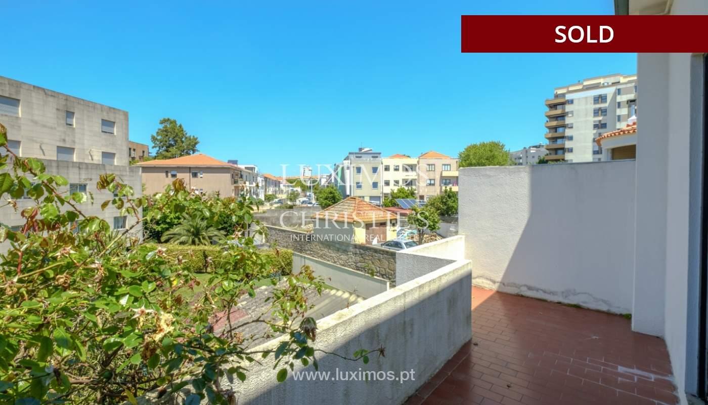 Venda de moradia clássica com jardim, para remodelar, junto à Boavista_139735