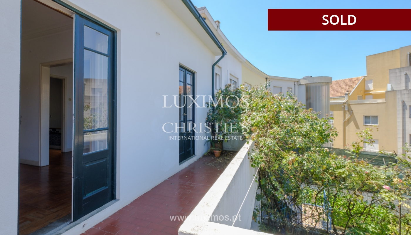 Venda de moradia clássica com jardim, para remodelar, junto à Boavista_139739