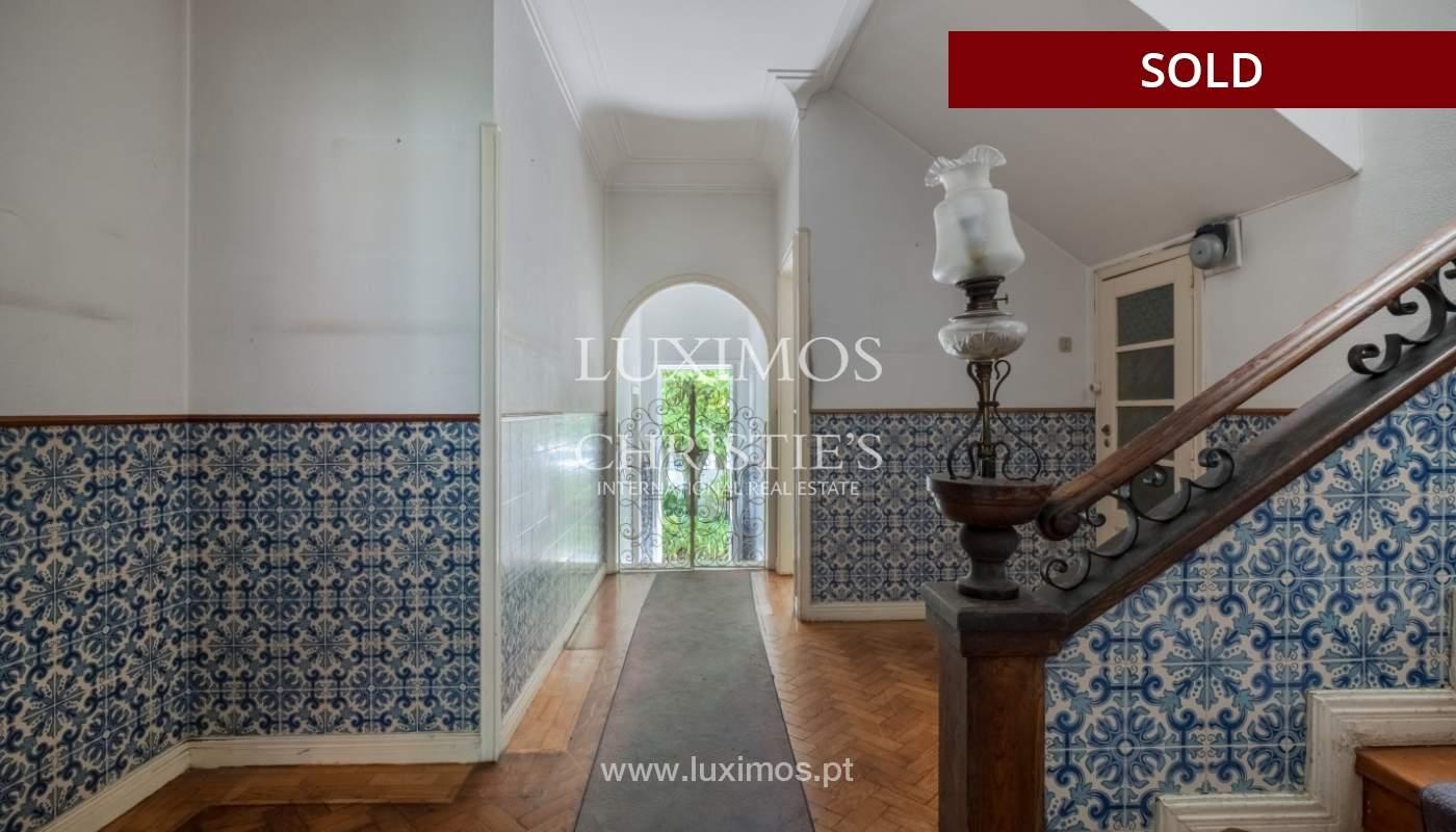 Venda de moradia clássica com jardim, para remodelar, junto à Boavista_139755