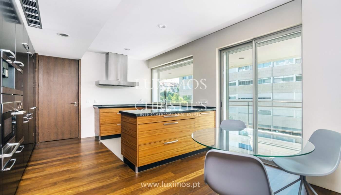 Apartment for rent overlooking the river in condominium, in Porto, Portugal_139980