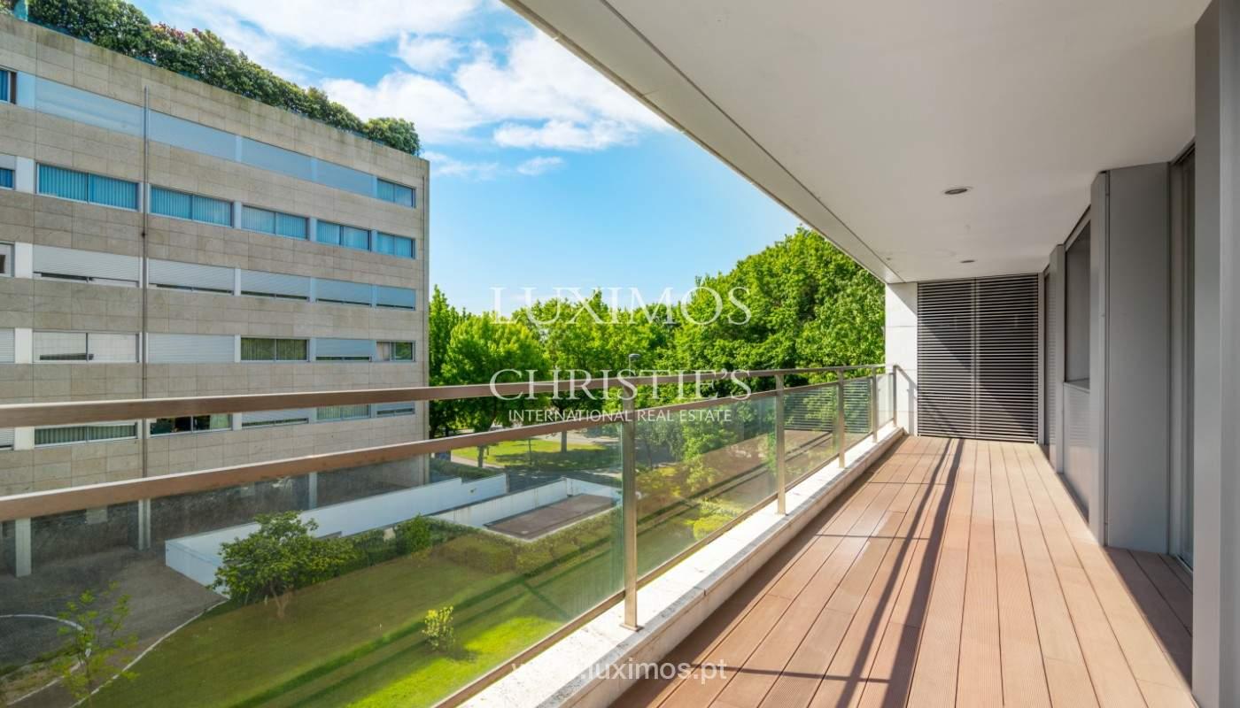 Apartment for rent overlooking the river in condominium, in Porto, Portugal_139982