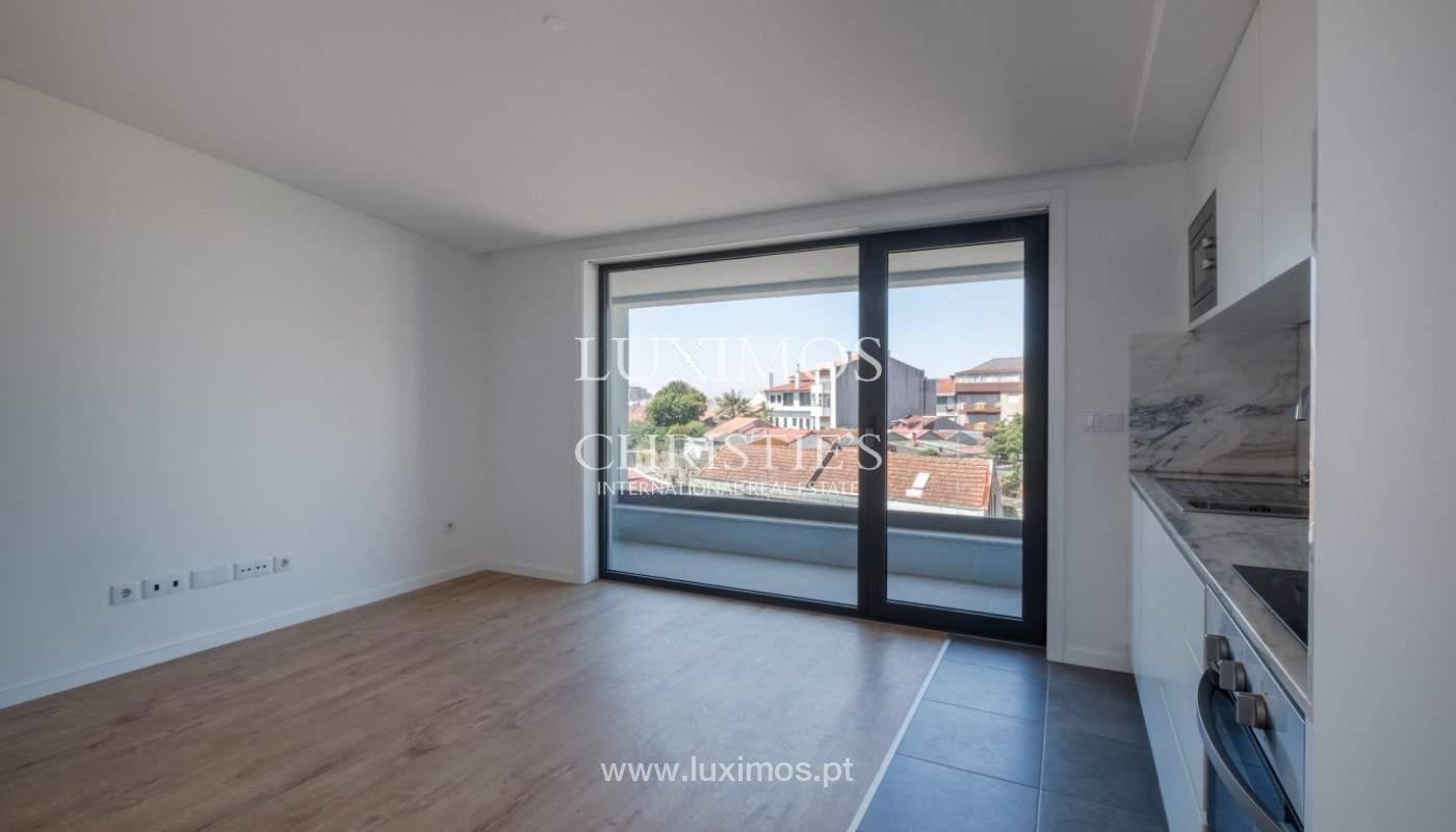 Nuevo apartamento con balcón, en venta, en el centro de Porto, Portugal_140267