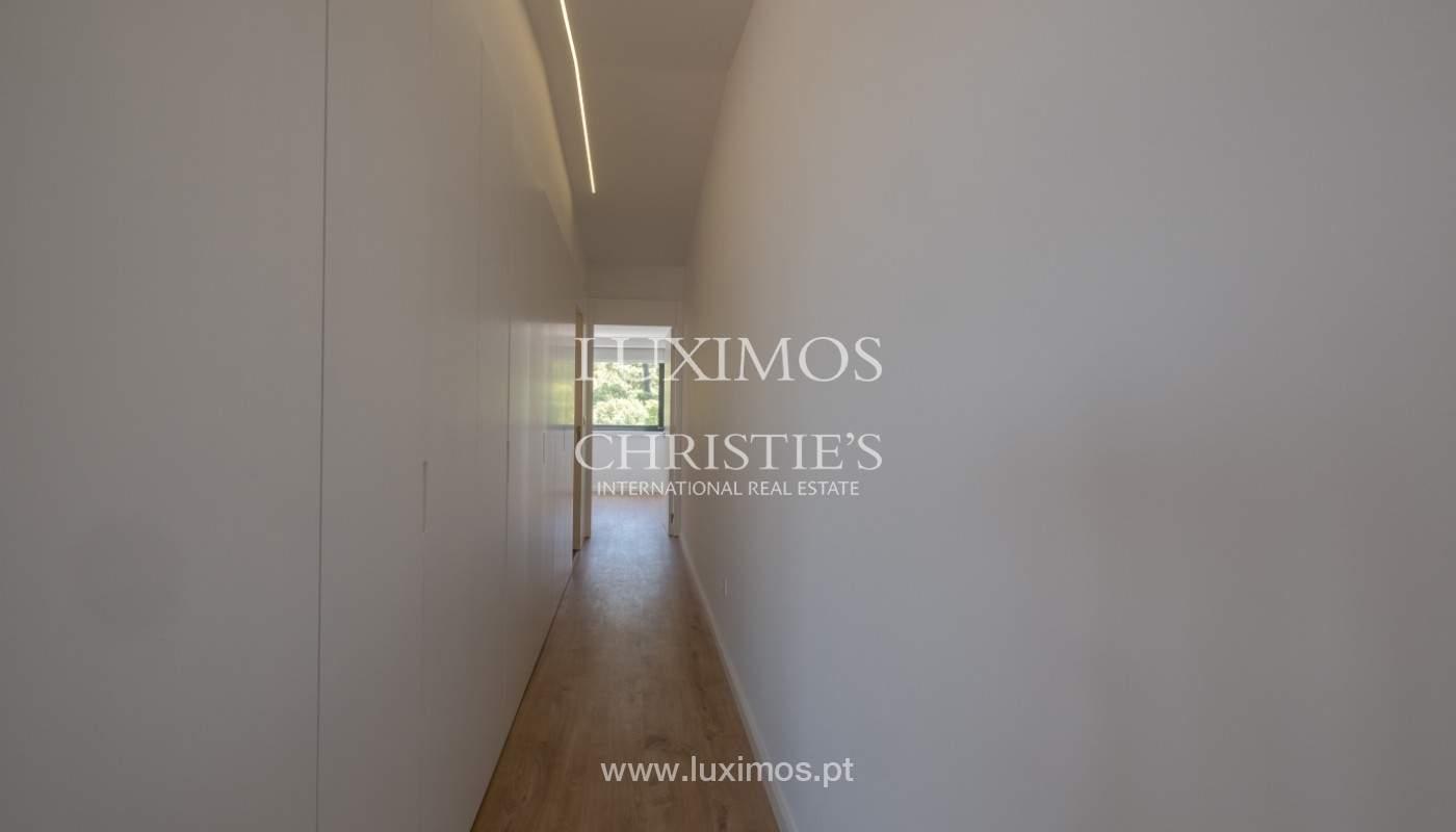 Nuevo apartamento con balcón, en venta, en el centro de Porto, Portugal_140273