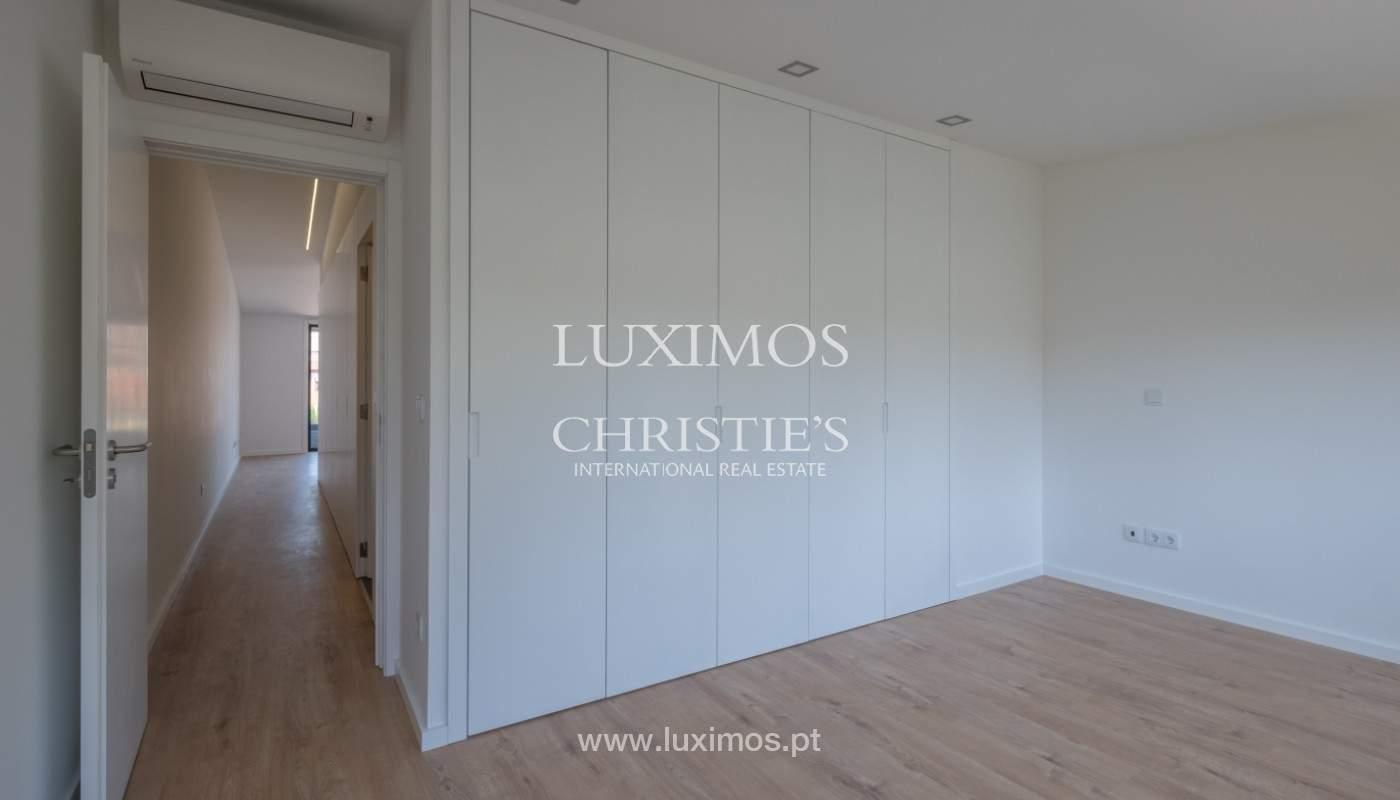 Nuevo apartamento con balcón, en venta, en el centro de Porto, Portugal_140280