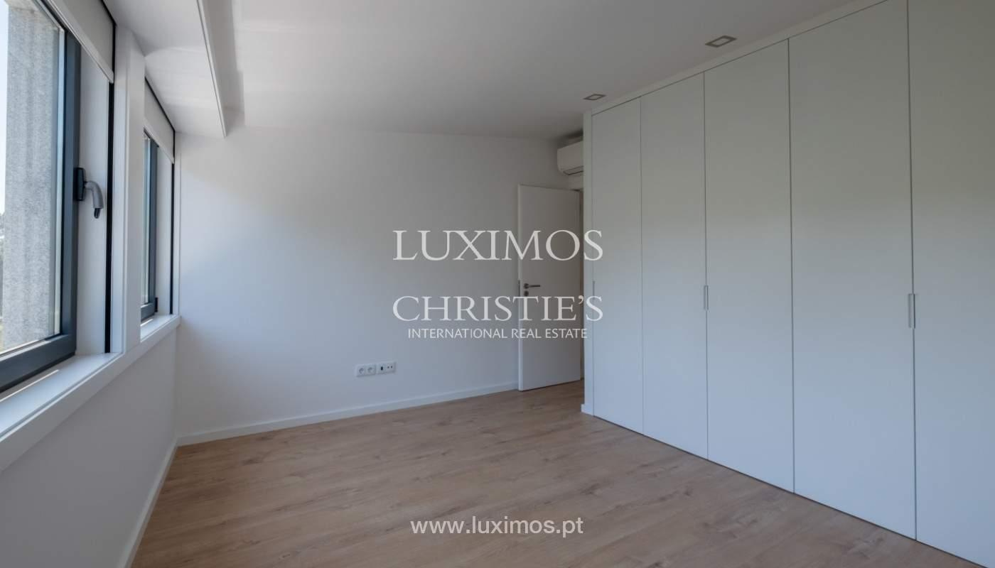 Nuevo apartamento con balcón, en venta, en el centro de Porto, Portugal_140282