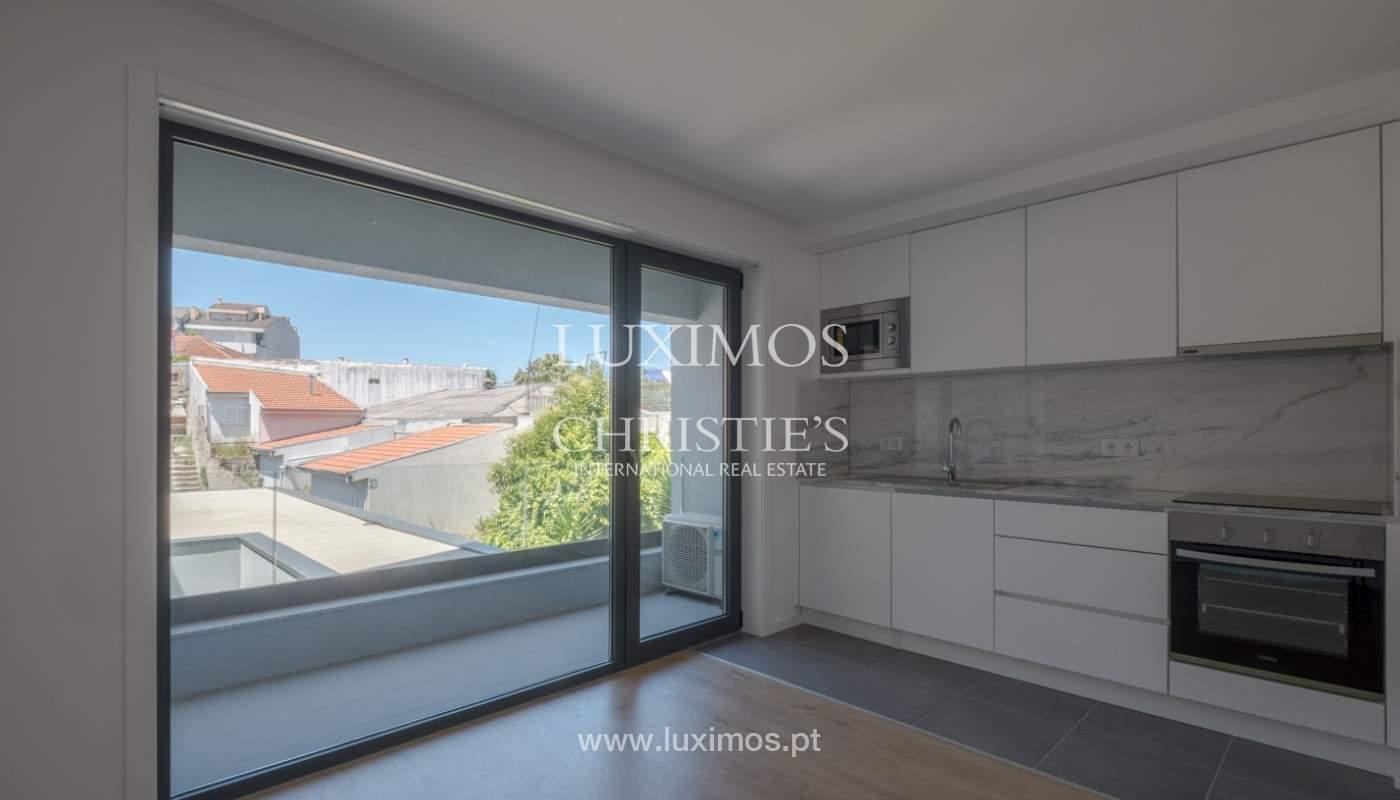 Nuevo apartamento con balcón, en venta, en el centro de Porto, Portugal_140296