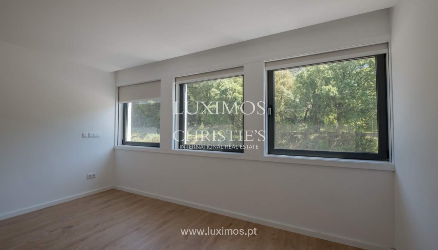Nuevo apartamento con balcón, en venta, en el centro de Porto, Portugal_140301