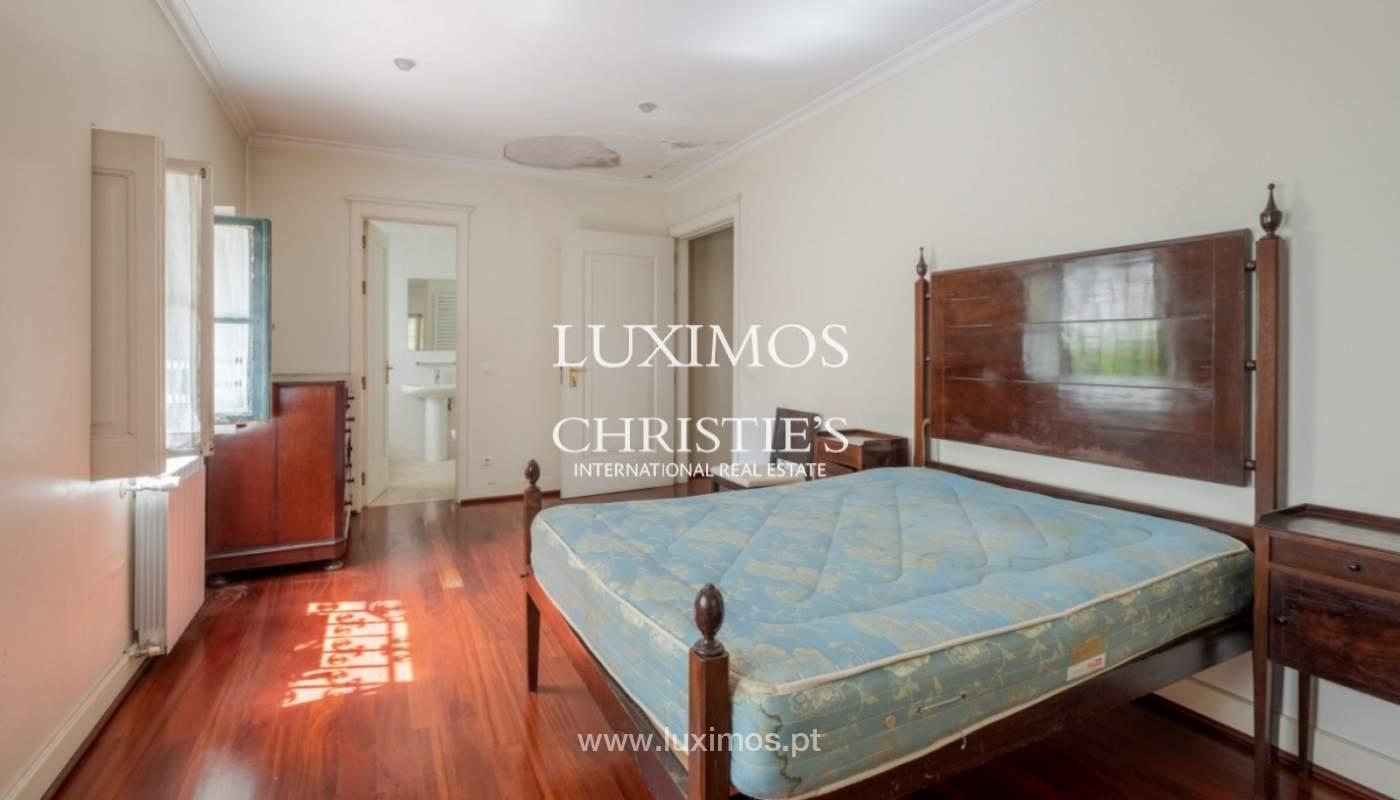 Moradia centenária com piscina e jardim, para venda, no Porto_141884