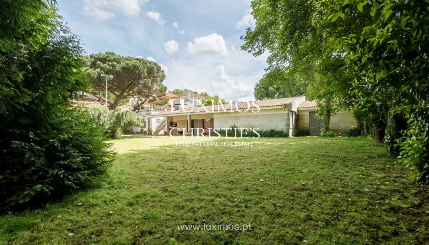 Moradia centenária com piscina e jardim, para venda, no Porto_141888