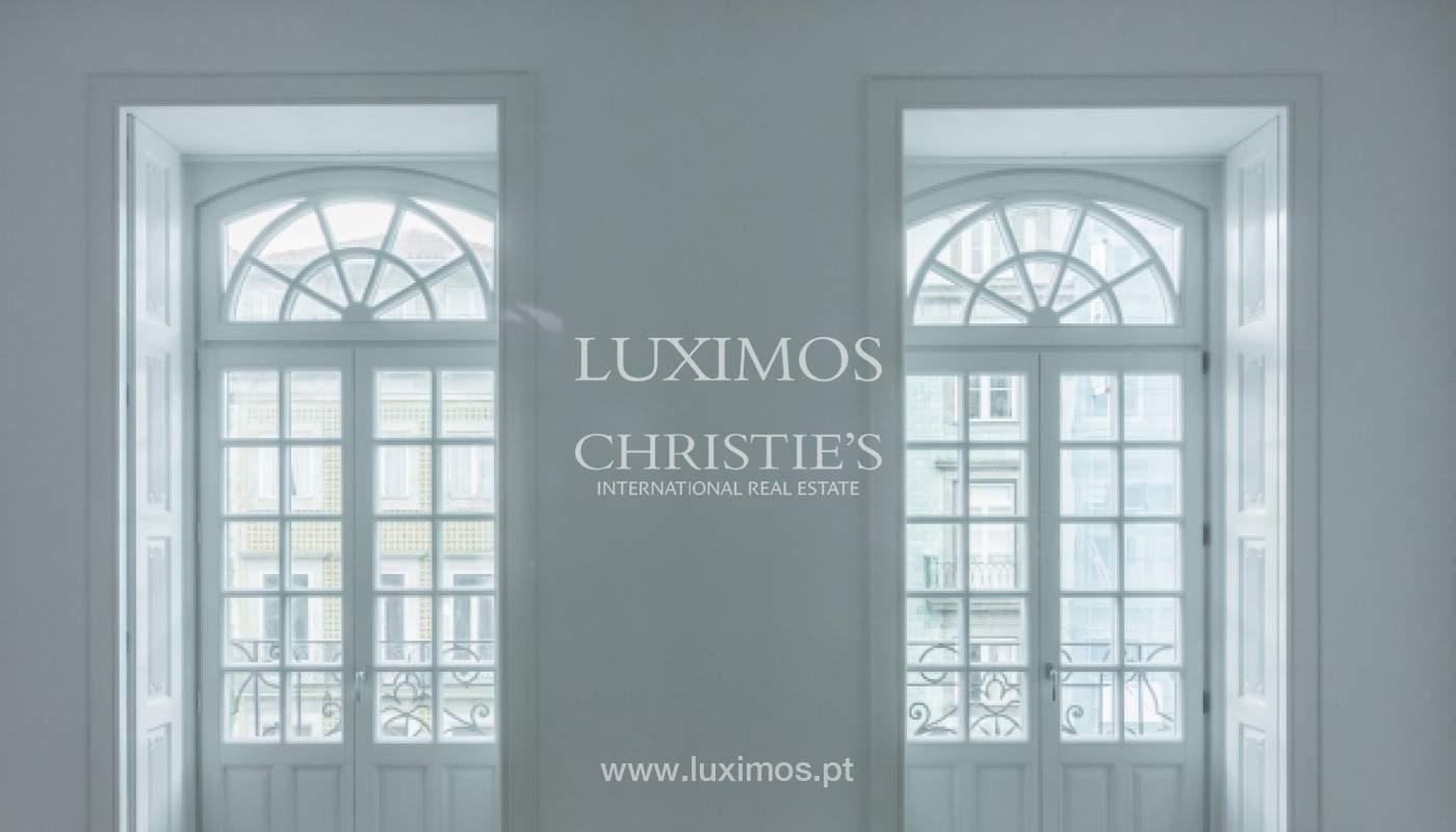 Apartamento novo em empreendimento de luxo na baixa do Porto_143106