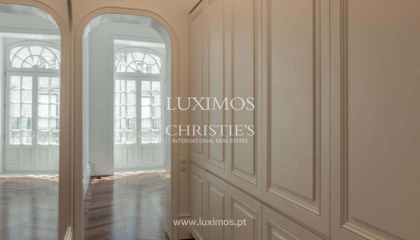 Apartamento novo em empreendimento de luxo na baixa do Porto_143110
