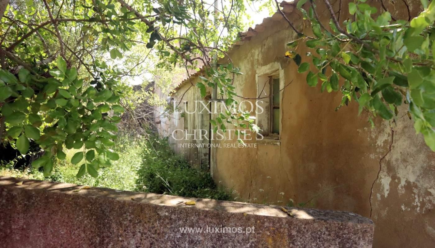 Land, zu verkaufen, mit Ruine zum Wiederaufbau und Meerblick, Loulé_143367