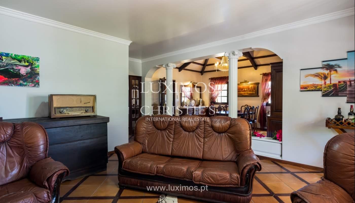 Moradia V4 com terreno e piscina interior, para venda, em Albufeira_143756