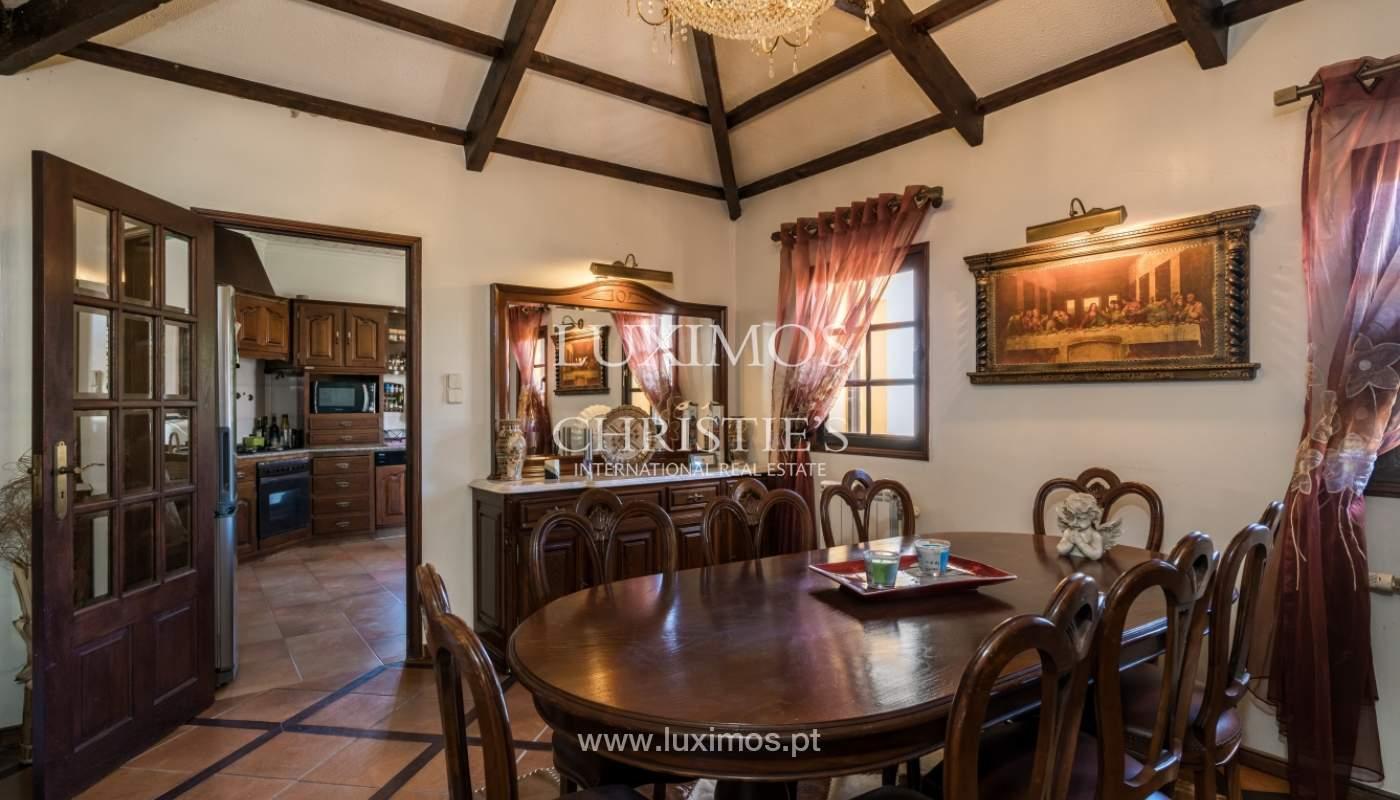 Moradia V4 com terreno e piscina interior, para venda, em Albufeira_143757