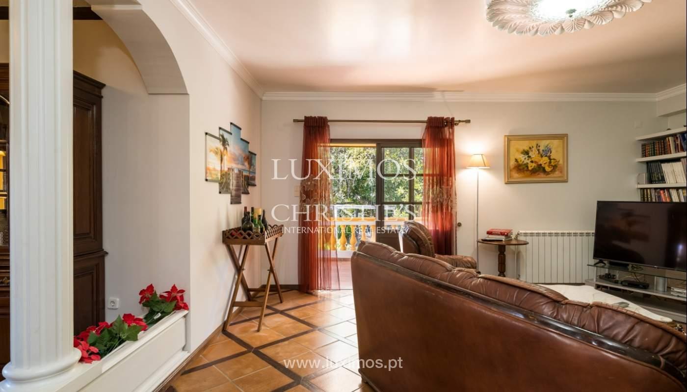 Moradia V4 com terreno e piscina interior, para venda, em Albufeira_143758