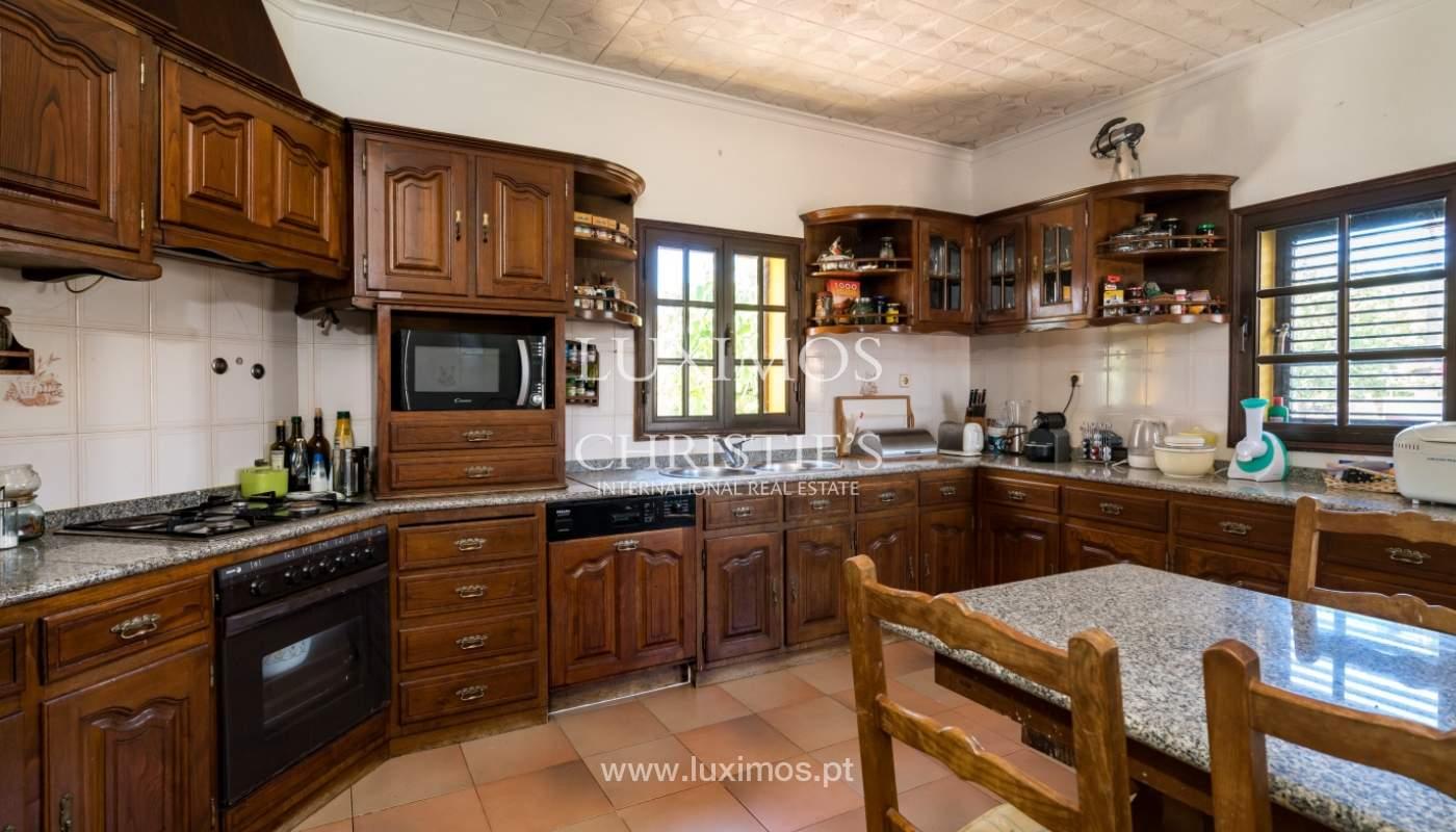 Moradia V4 com terreno e piscina interior, para venda, em Albufeira_143760