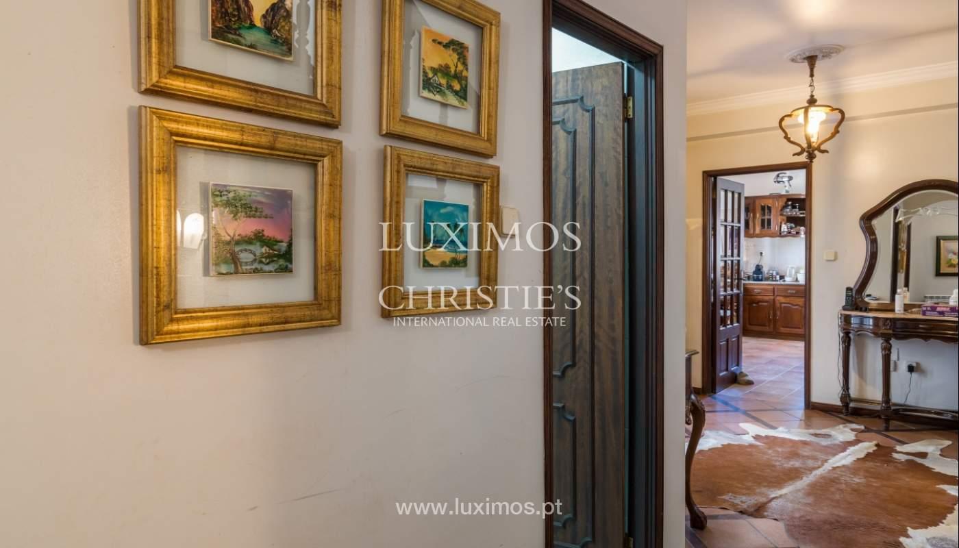 Moradia V4 com terreno e piscina interior, para venda, em Albufeira_143765