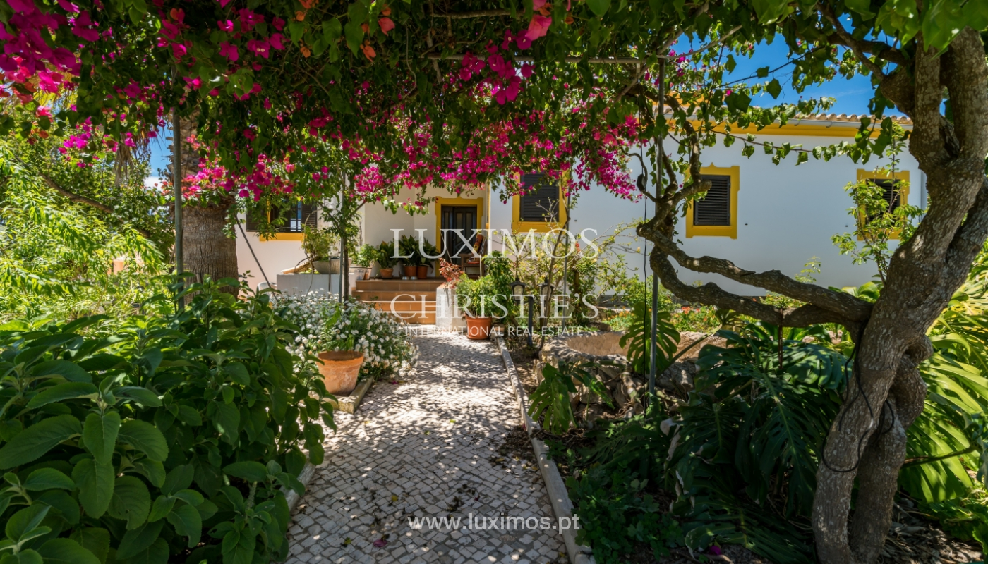 Moradia V4 com terreno e piscina interior, para venda, em Albufeira_143779