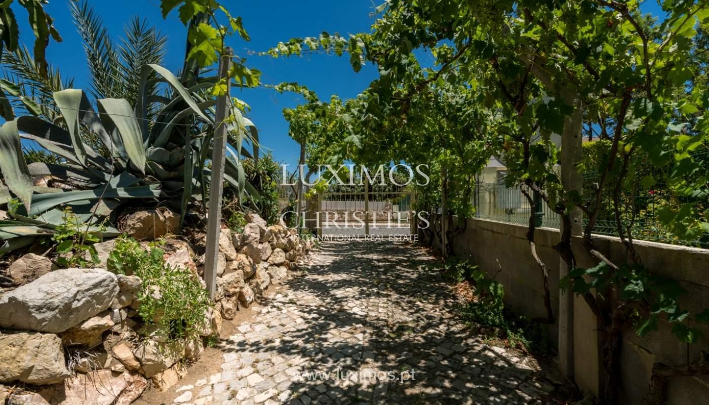 Moradia V4 com terreno e piscina interior, para venda, em Albufeira_143780