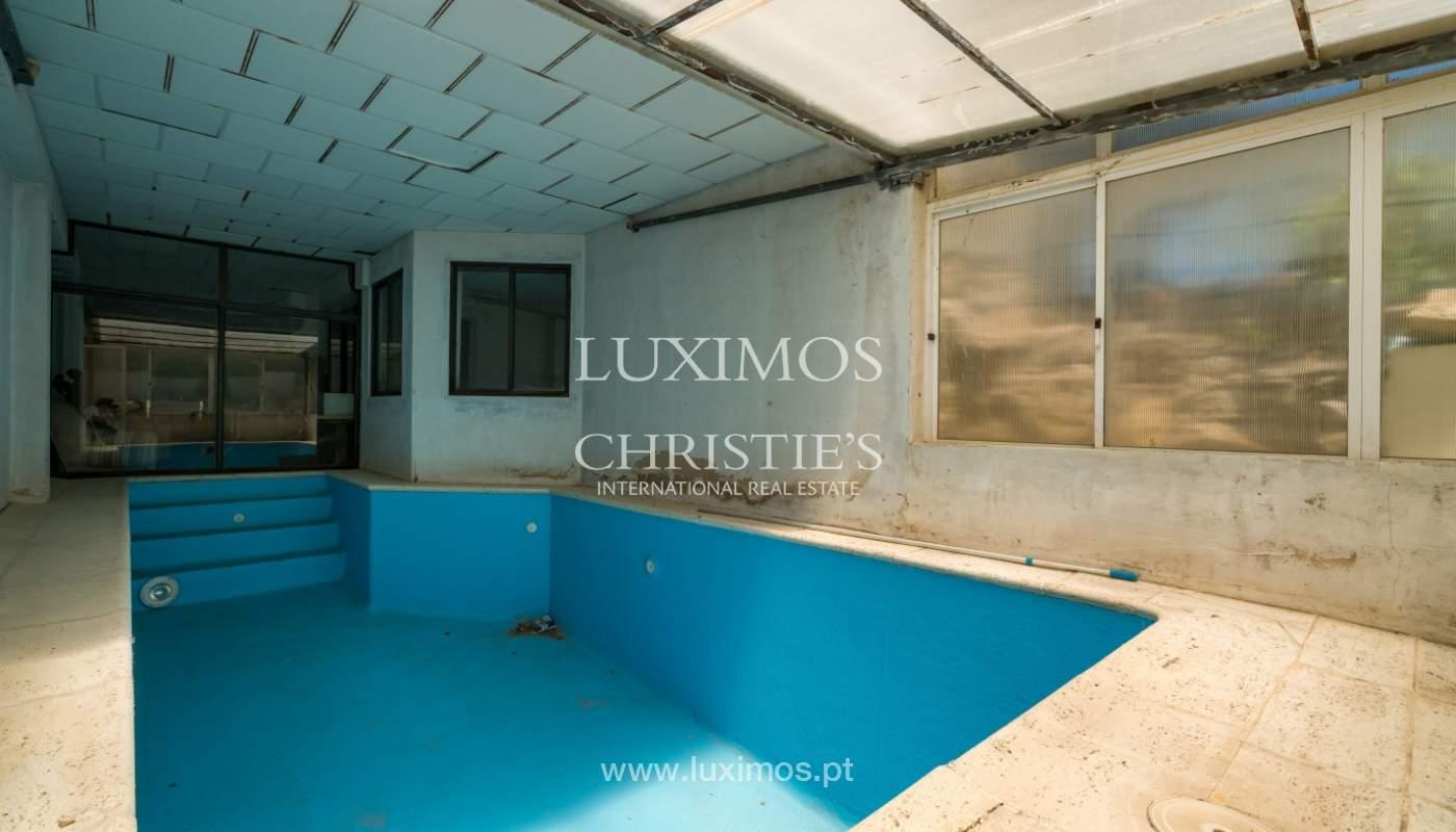 Moradia V4 com terreno e piscina interior, para venda, em Albufeira_143786