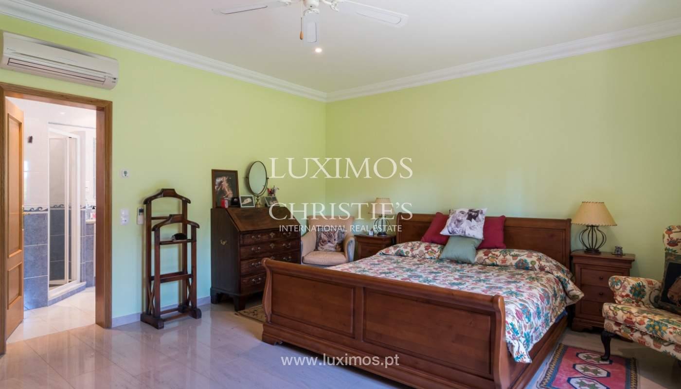 Luxuosa moradia, V5, com piscina e jardim, Vilamoura, Algarve_145110