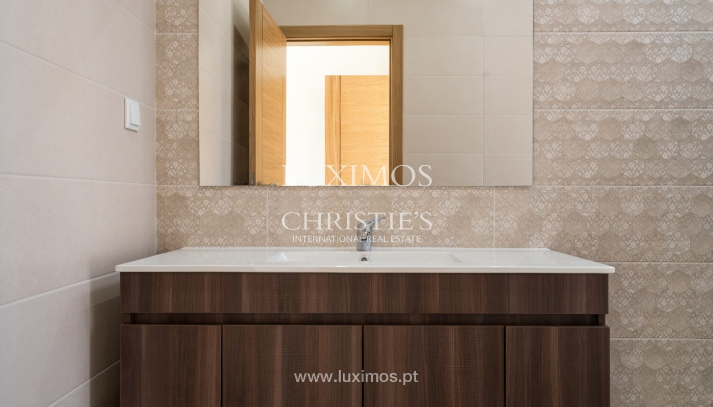 Villa de 5 habitaciones, con piscina y jardín, en venta, Armação de Pêra, Algarve_145785