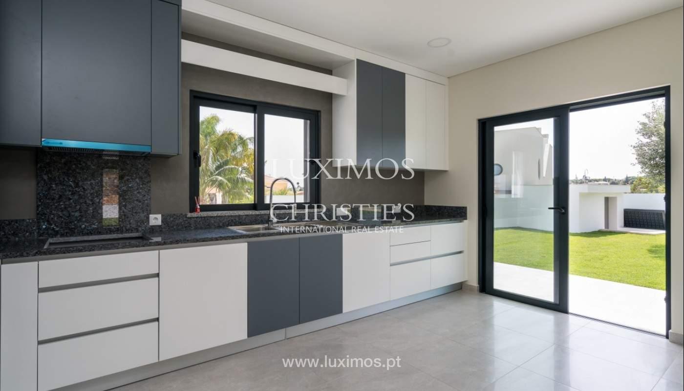 Villa de 5 habitaciones, con piscina y jardín, en venta, Armação de Pêra, Algarve_145826