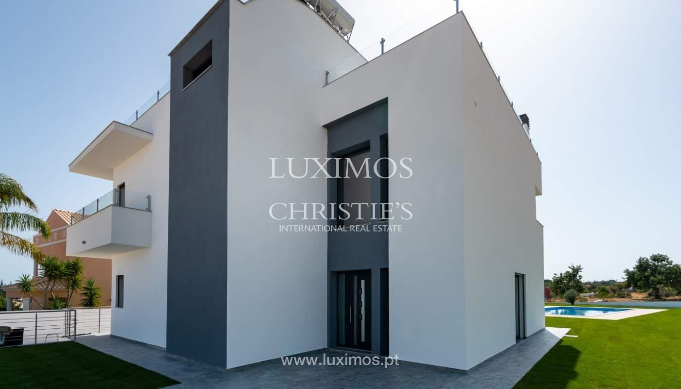 Villa de 5 habitaciones, con piscina y jardín, en venta, Armação de Pêra, Algarve_145837