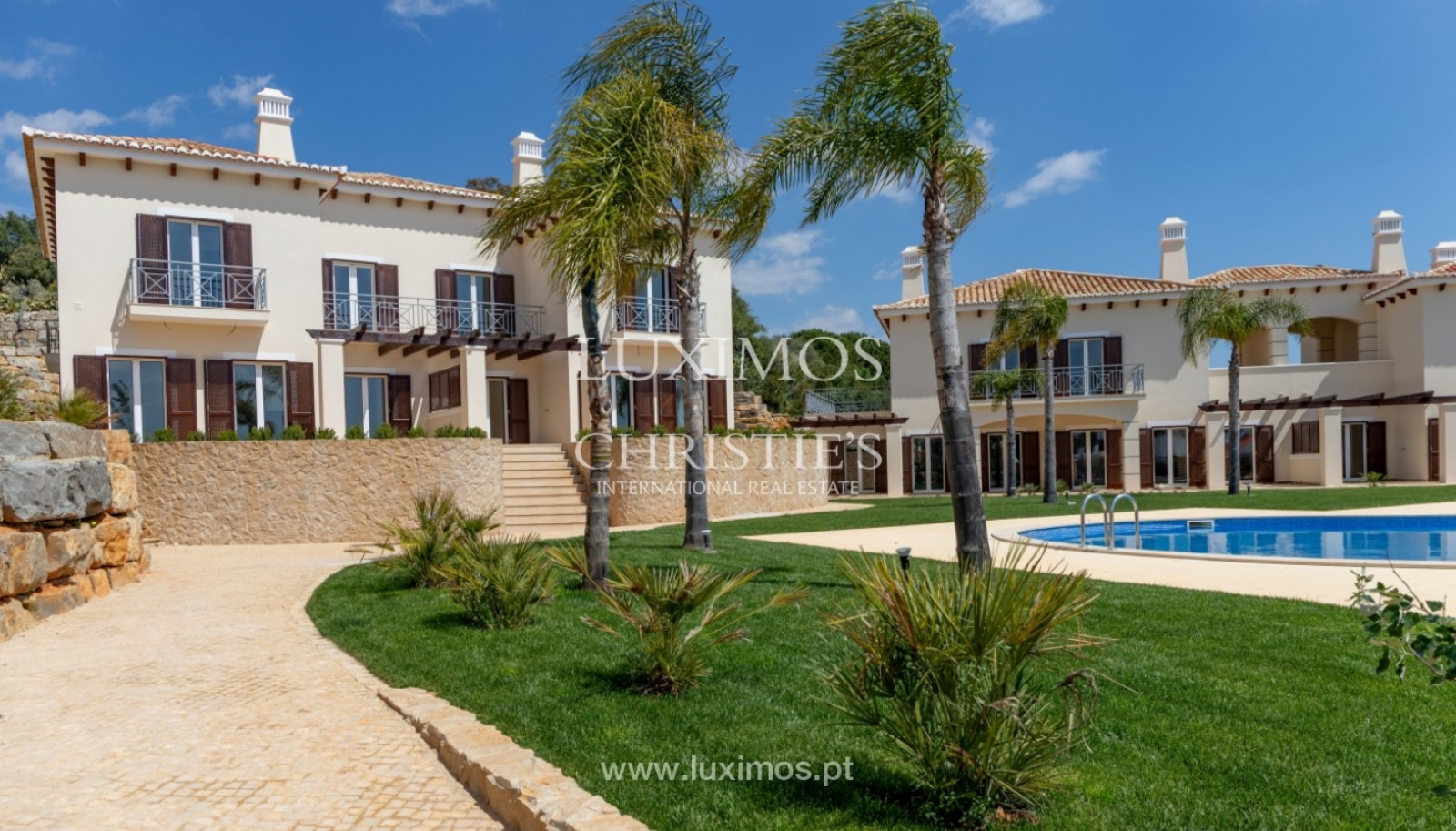 3-bedroom-villa-for-sale-in-closed-condominium-in-albufeira-algarve