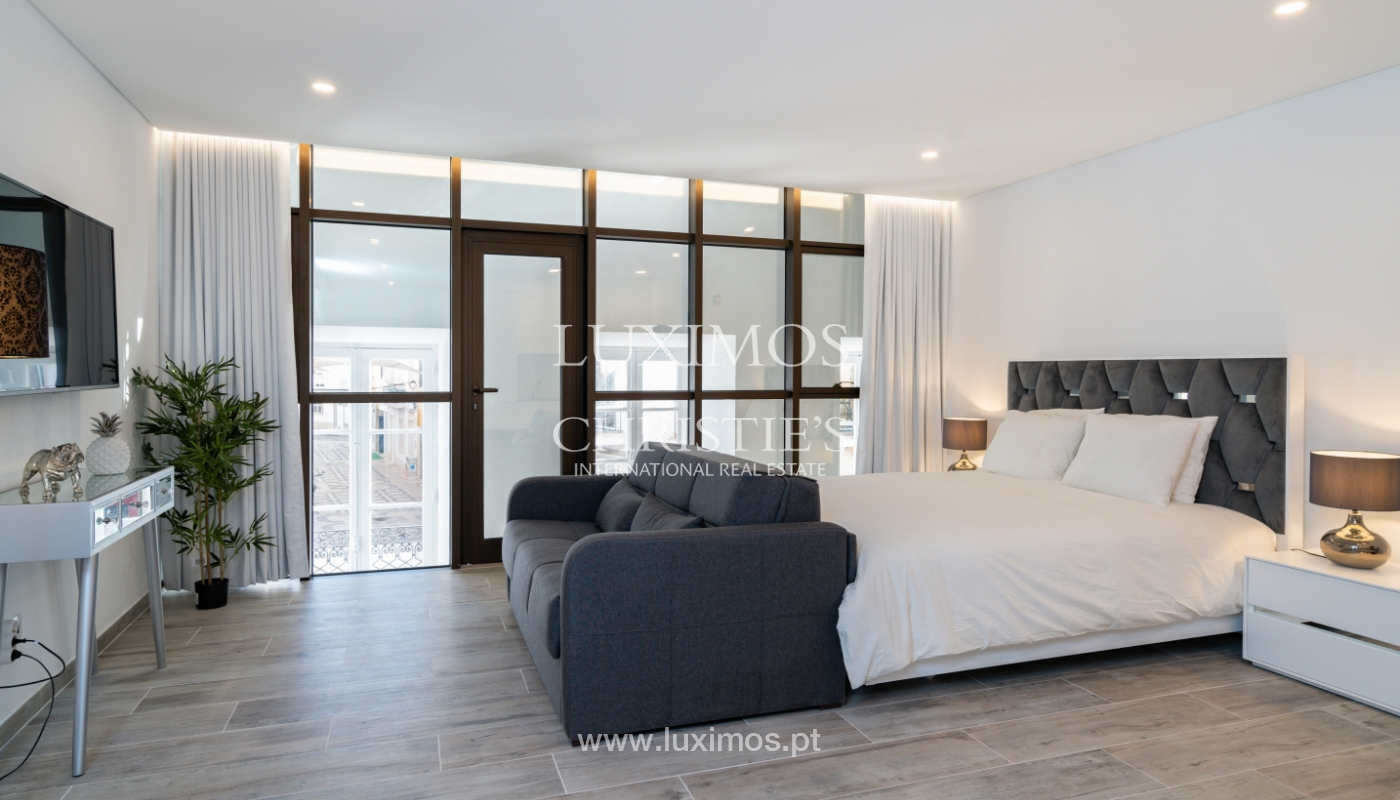 Building with apartments and commercial spaces, Downtown Faro, Algarve_150474