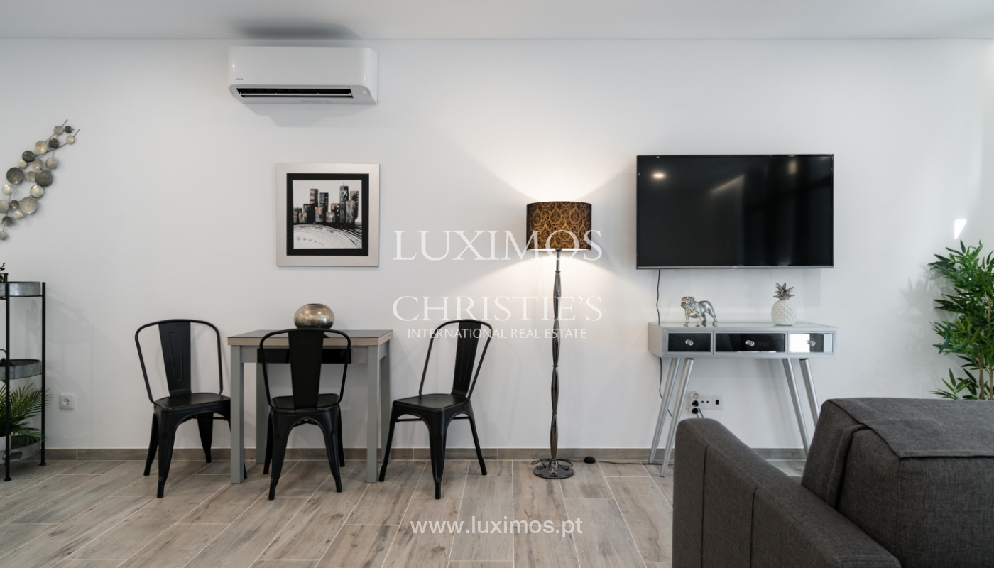 Building with apartments and commercial spaces, Downtown Faro, Algarve_150475