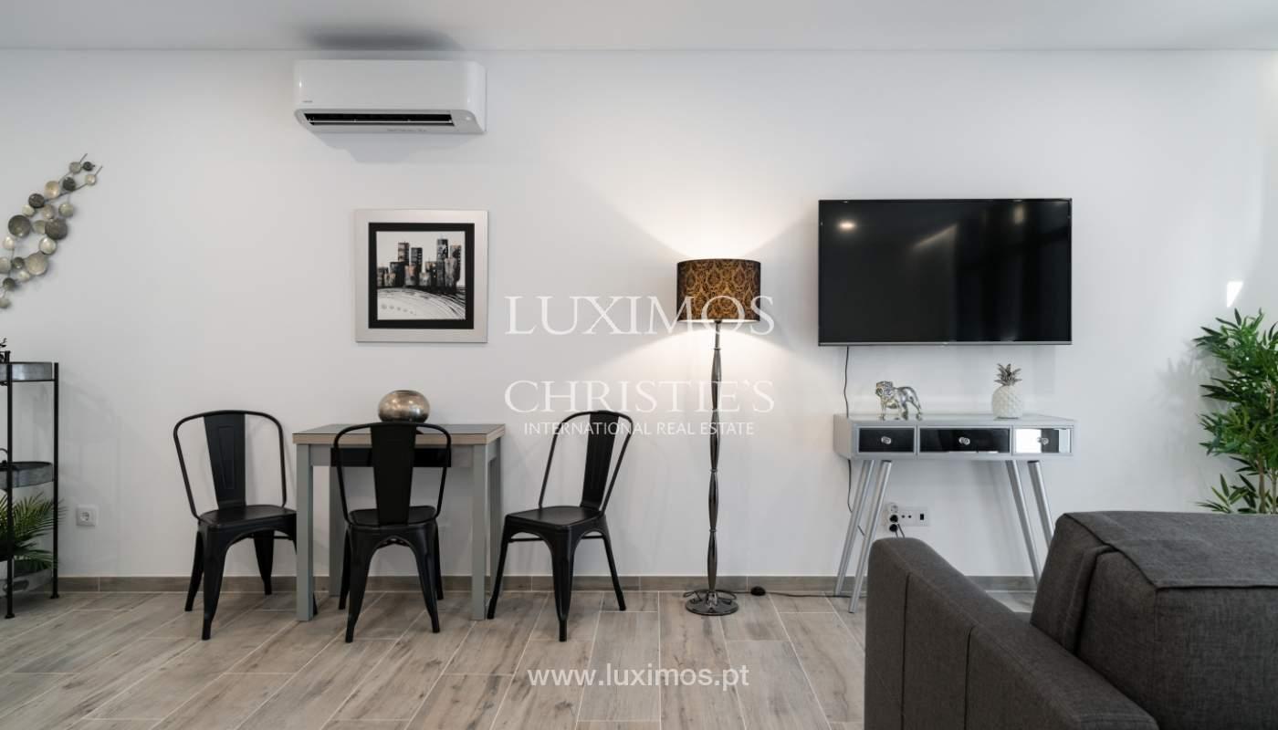 Gebäude mit Wohnungen und Geschäftsräumen, Stadtzentrum Faro, Algarve_150475