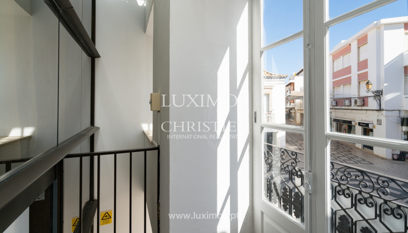 Gebäude mit Wohnungen und Geschäftsräumen, Stadtzentrum Faro, Algarve_150488