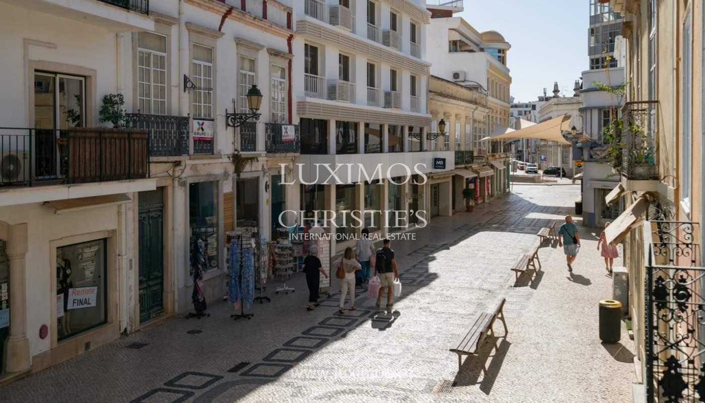 Gebäude mit Wohnungen und Geschäftsräumen, Stadtzentrum Faro, Algarve_150491