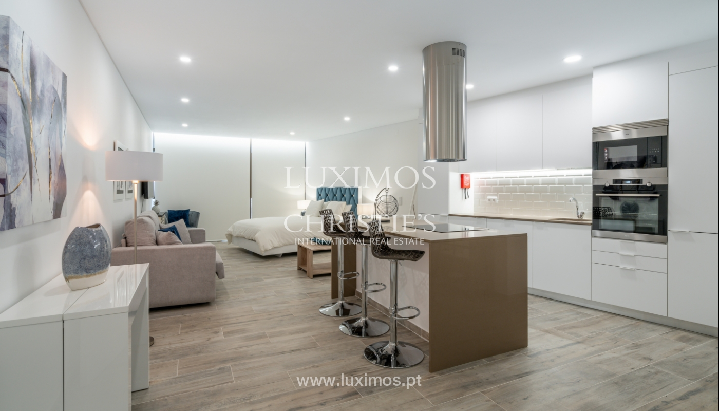 Gebäude mit Wohnungen und Geschäftsräumen, Stadtzentrum Faro, Algarve_150495
