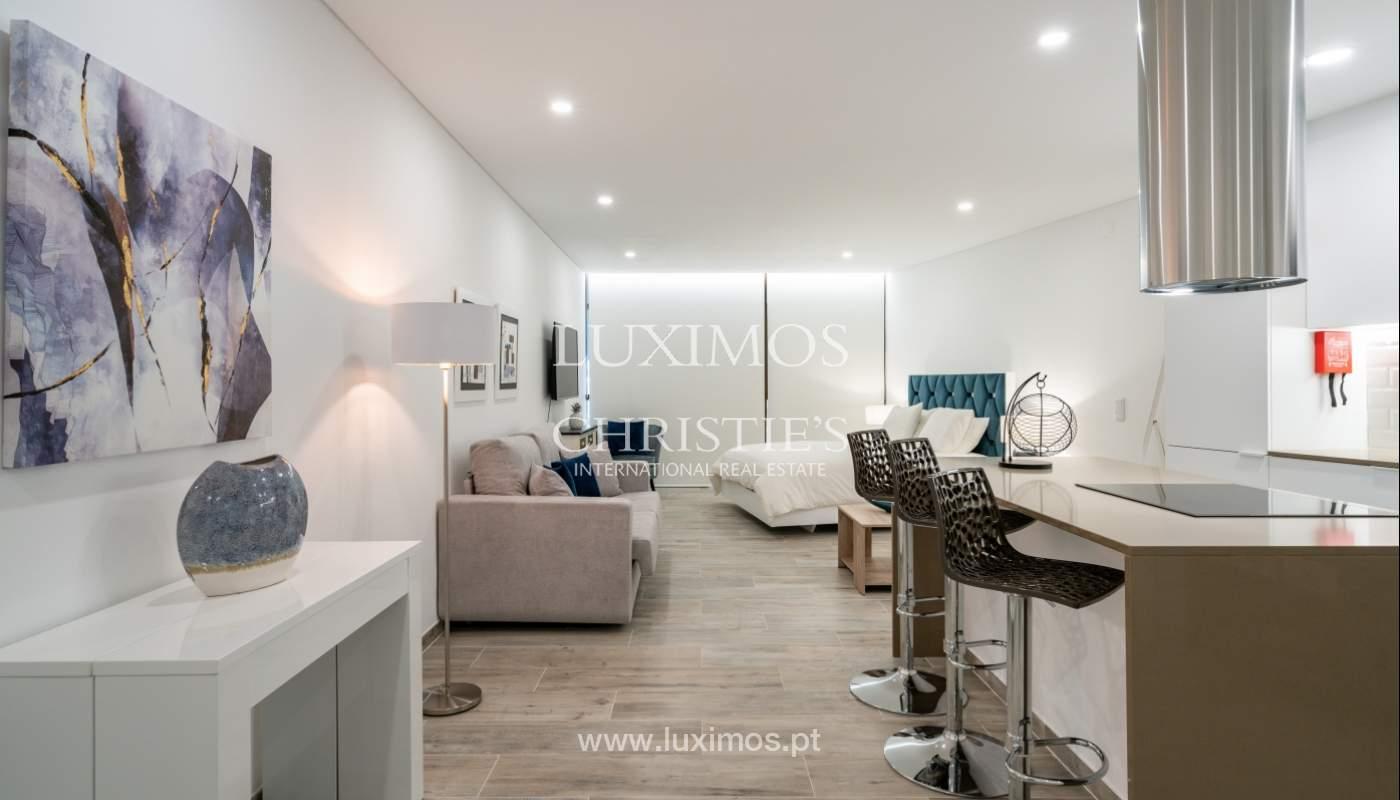 Gebäude mit Wohnungen und Geschäftsräumen, Stadtzentrum Faro, Algarve_150497
