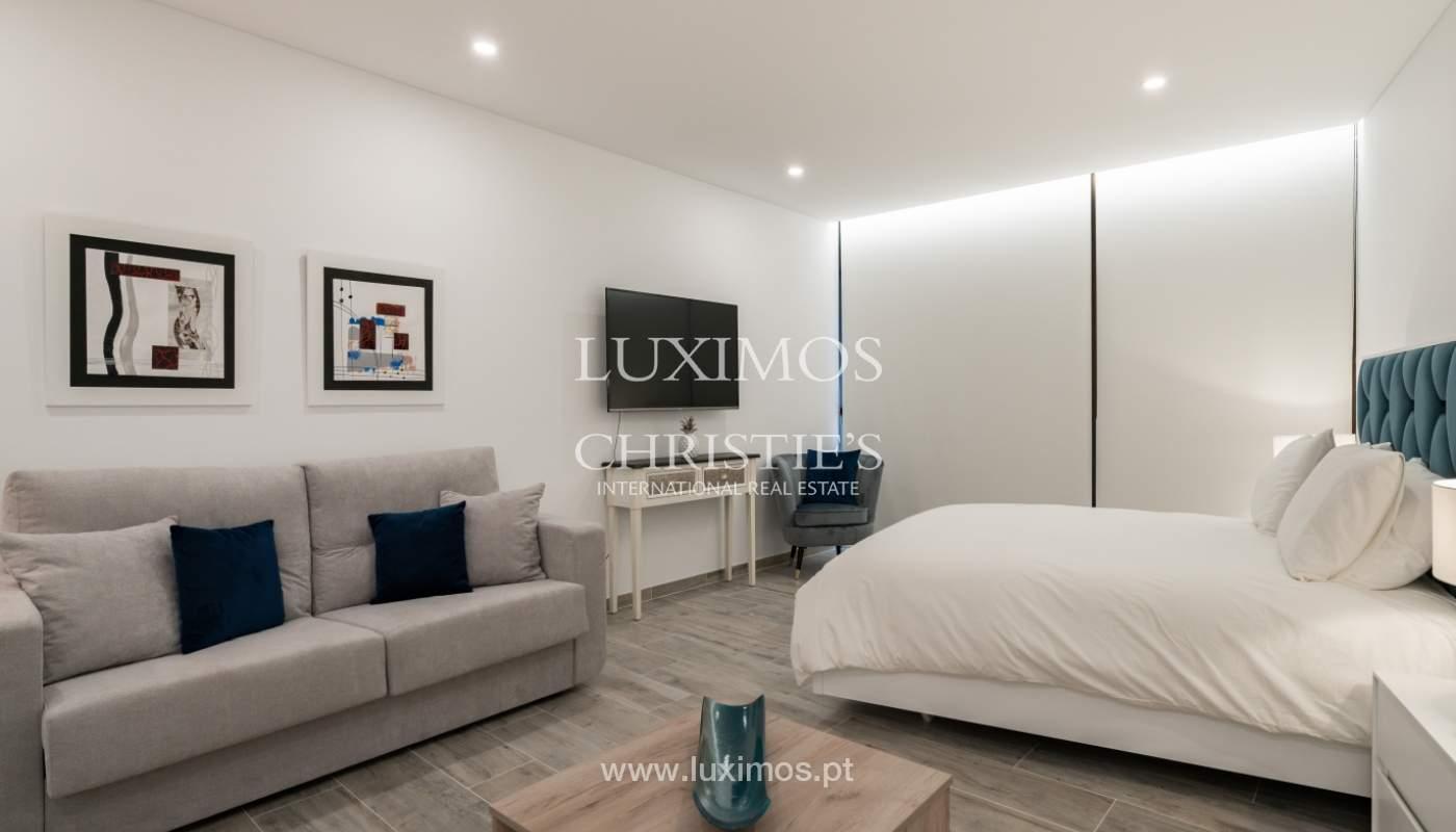 Gebäude mit Wohnungen und Geschäftsräumen, Stadtzentrum Faro, Algarve_150503