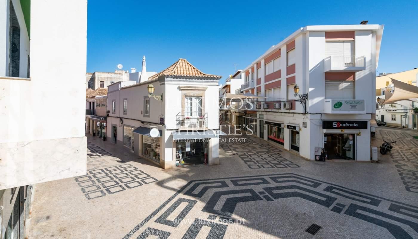 Gebäude mit Wohnungen und Geschäftsräumen, Stadtzentrum Faro, Algarve_150515