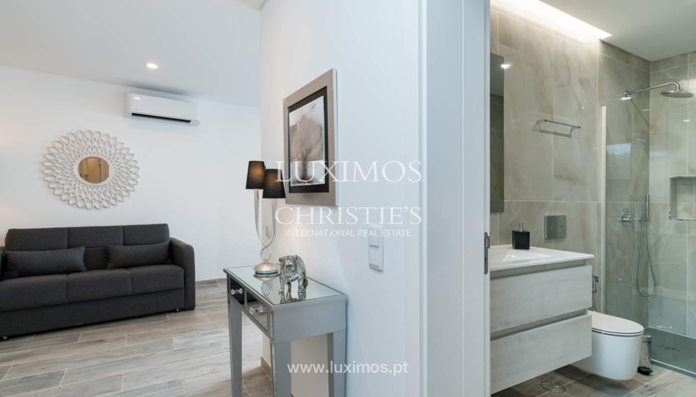 Gebäude mit Wohnungen und Geschäftsräumen, Stadtzentrum Faro, Algarve_150519