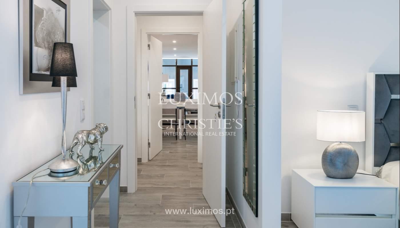 Gebäude mit Wohnungen und Geschäftsräumen, Stadtzentrum Faro, Algarve_150520