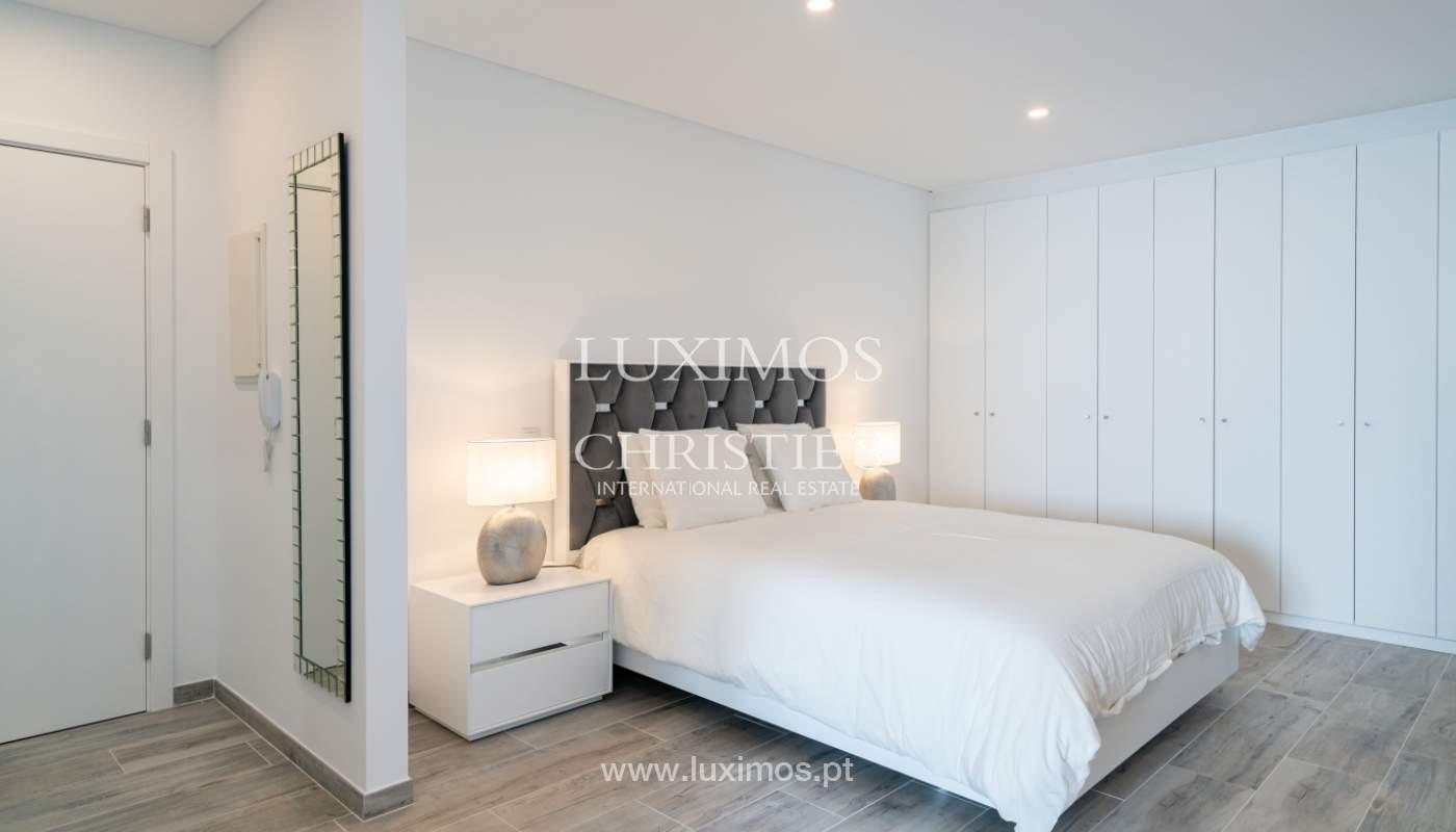 Gebäude mit Wohnungen und Geschäftsräumen, Stadtzentrum Faro, Algarve_150522