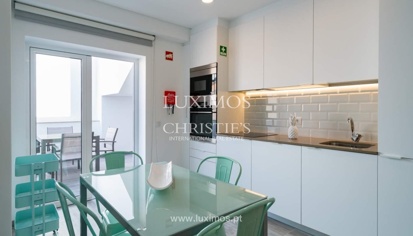 Gebäude mit Wohnungen und Geschäftsräumen, Stadtzentrum Faro, Algarve_150526