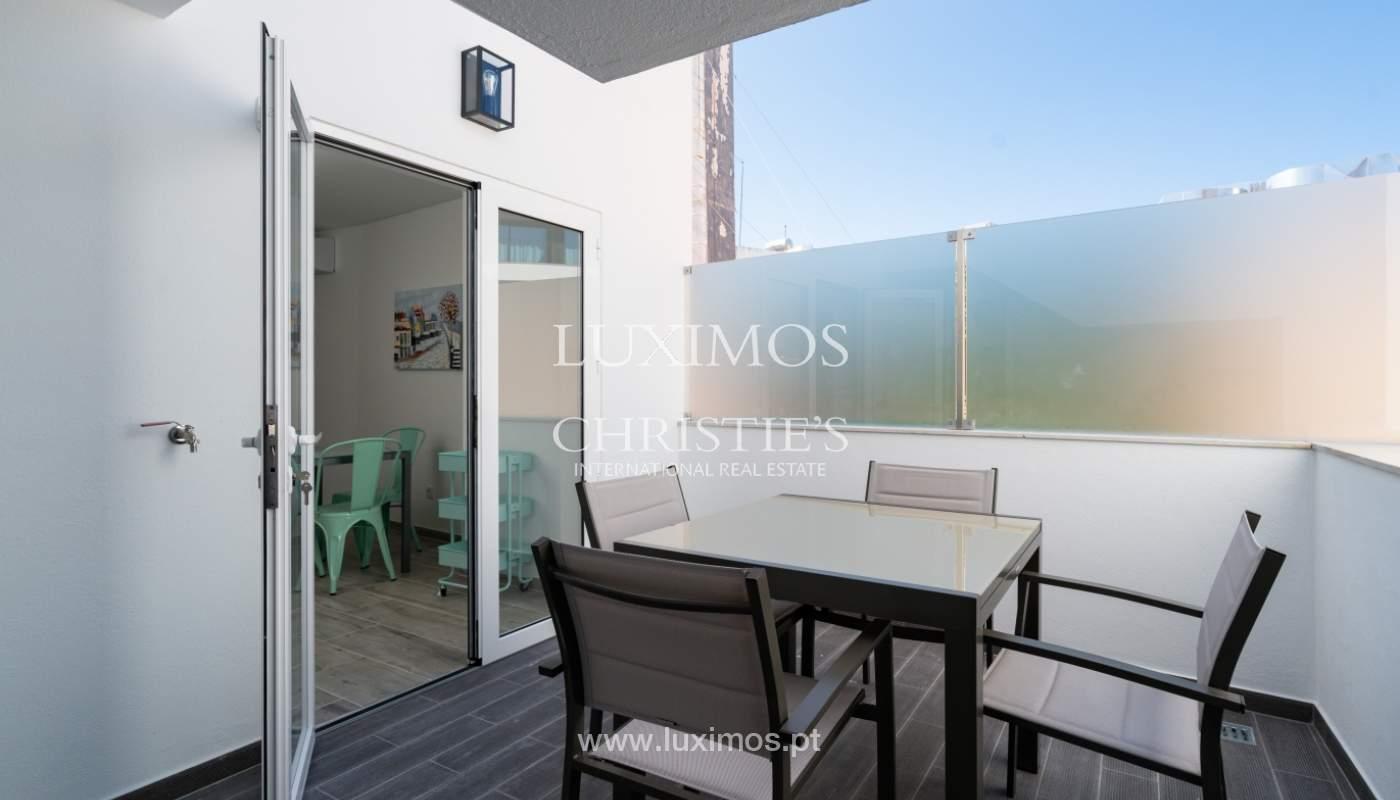 Gebäude mit Wohnungen und Geschäftsräumen, Stadtzentrum Faro, Algarve_150531