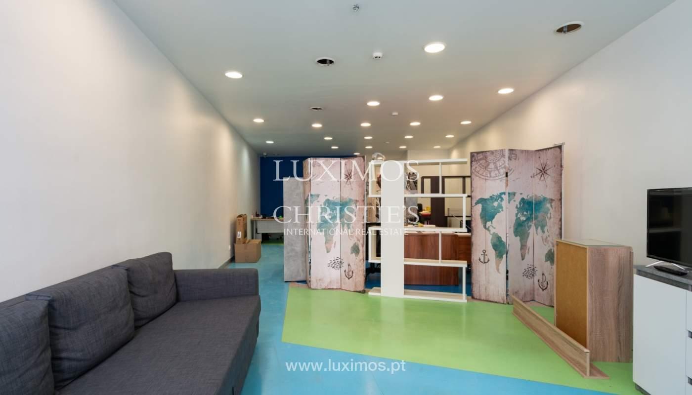 Gebäude mit Wohnungen und Geschäftsräumen, Stadtzentrum Faro, Algarve_150535