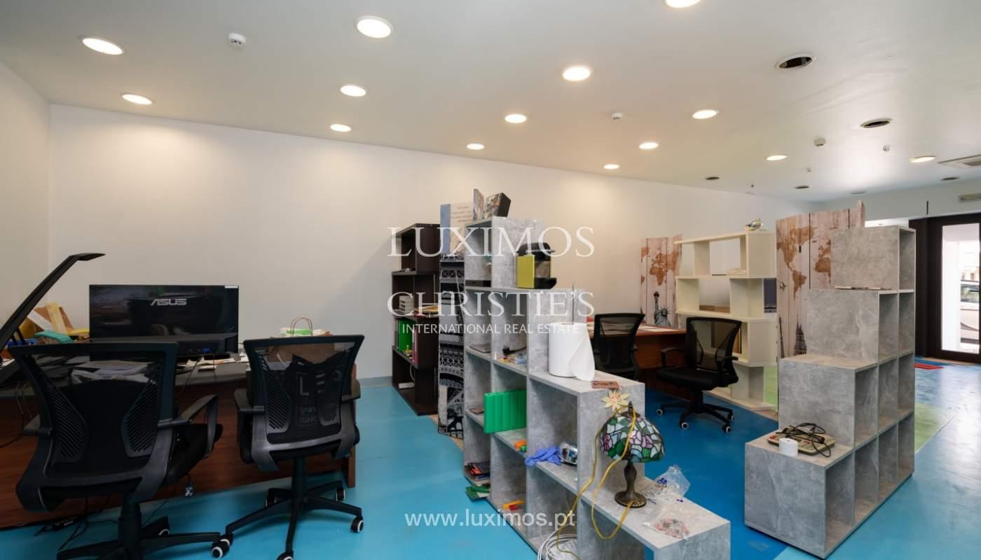 Gebäude mit Wohnungen und Geschäftsräumen, Stadtzentrum Faro, Algarve_150536