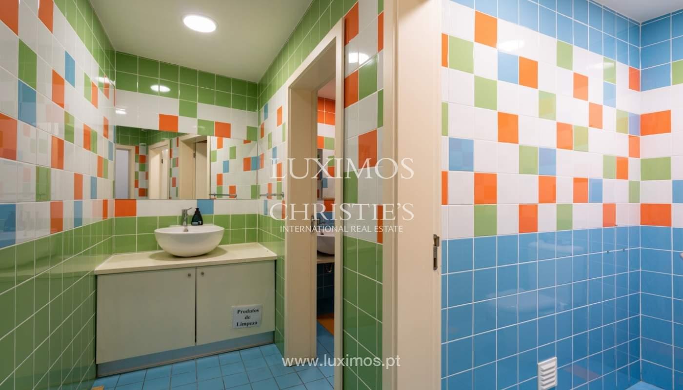Gebäude mit Wohnungen und Geschäftsräumen, Stadtzentrum Faro, Algarve_150538