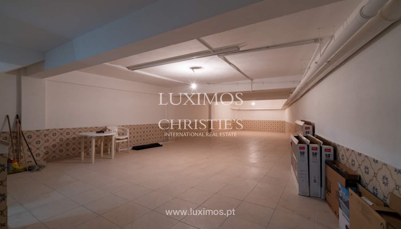 Gebäude mit Wohnungen und Geschäftsräumen, Stadtzentrum Faro, Algarve_150539