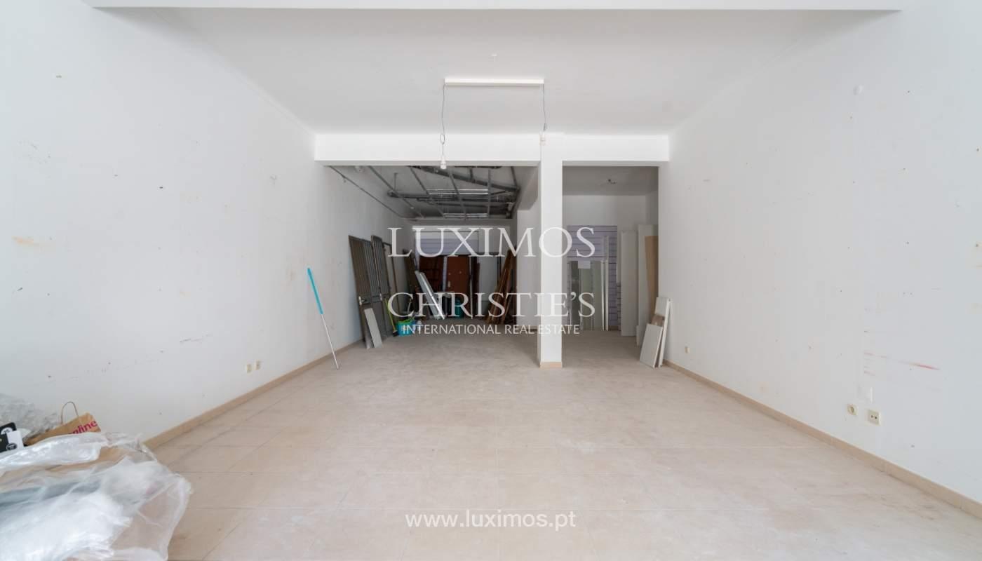 Gebäude mit Wohnungen und Geschäftsräumen, Stadtzentrum Faro, Algarve_150540