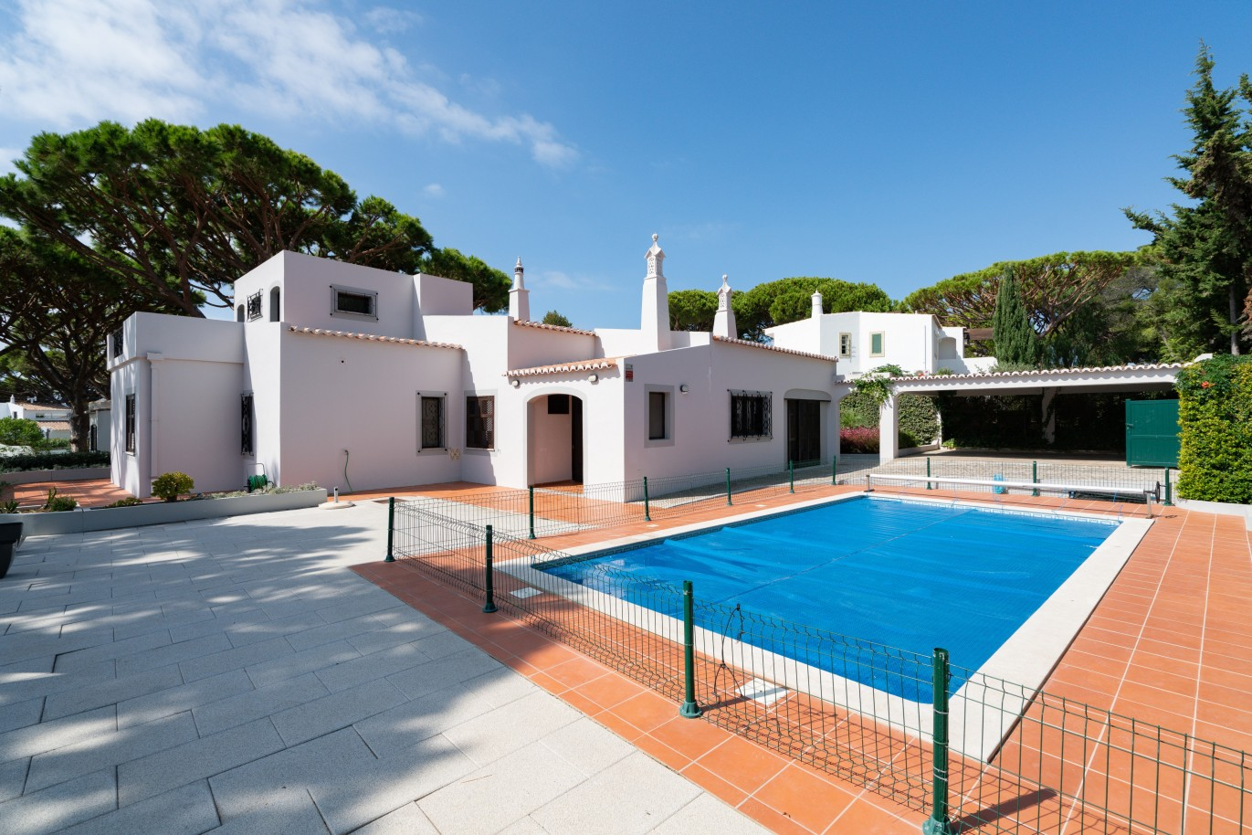 traditional-4-bedroom-villa-with-swimming-pool-vale-do-lobo-algarve